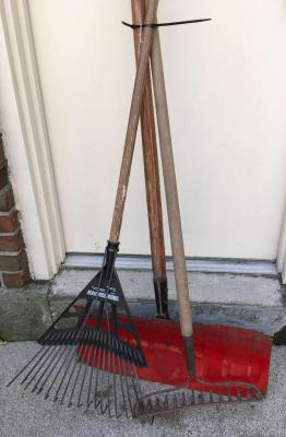 Snow Shovel, Metal Rake and Retractable Rake