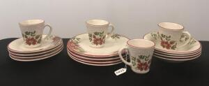Longaberger Holiday Service for 4 Dish Set w/ Apron
