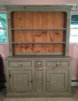 British Traditions Country Style Cabinet