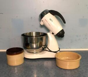 Sunbeam Mix Master and Crock w/ Pet Dish