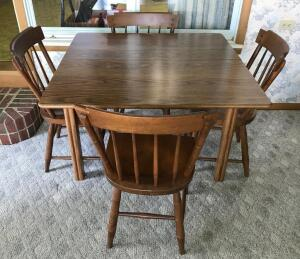 Breakfast Table w/ 5 Chairs