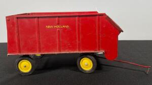 ERTL New Holland Vintage Forage Wagon