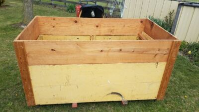 Three point wooden box for compact tractor
