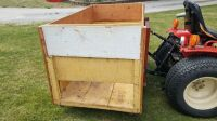 Three point wooden box for compact tractor - 2