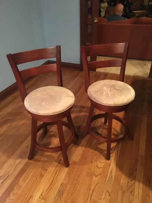 2 Kitchen Bar Stools Cur Price 190